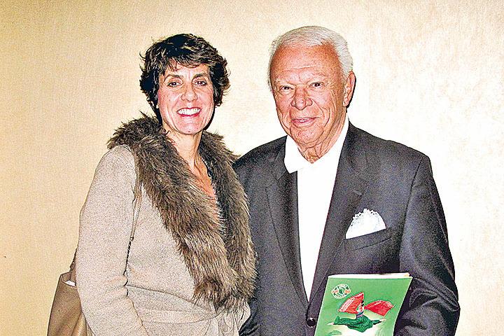 好萊塢音樂界元老級人物、洛杉磯K-Jazz電台秀主持人Jerry Sharell和太太Gigi對神韻演出讚歎不已。(劉菲/大紀元)