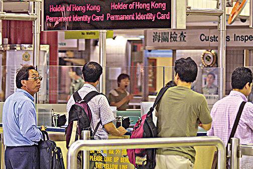 江派落馬高官被揭販賣單程證,凸顯單程證審批權成為中共官員貪腐的手段。(AFP)