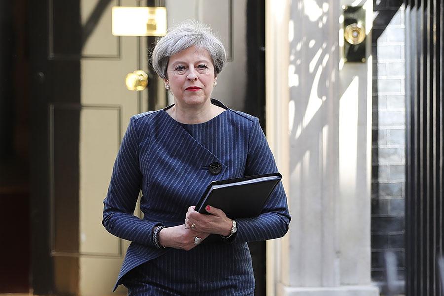 曼徹斯特恐怖襲擊細節被美國媒體提前披露,英國首相文翠珊表示,要在北約峰會上向特朗普提出關注。(Dan Kitwood/Getty Images)