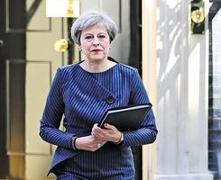 英國會大比數通過提前大選