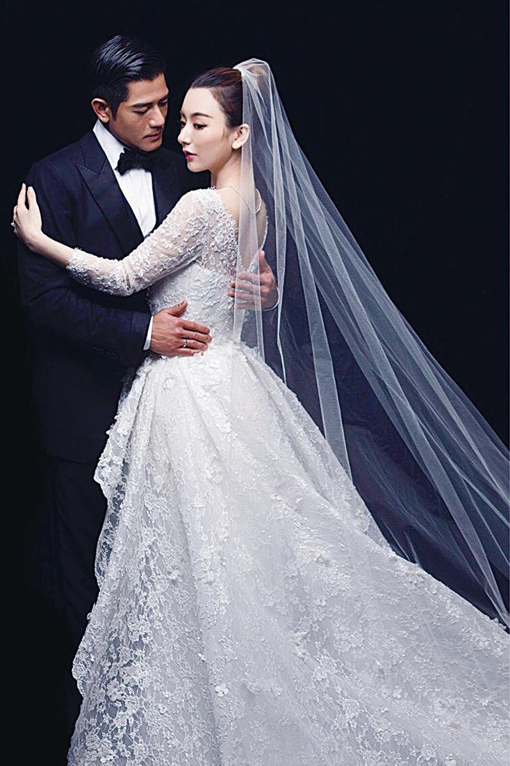 郭富城(左)與大陸女模方媛婚紗照。(網絡圖片)