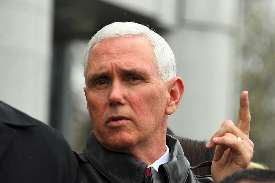 日前外媒報道,北韓16日發射導彈失敗,或許是美國對平壤發動網攻之故。美國副總統彭斯(Mike Pence)周三(4月19日)被CNN問及此事時,沒有正面回答,僅表示「沒有評論」。(JUNG YEON-JE/AFP/Getty Images)