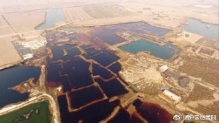 大陸環保志願者發現,在河北省廊坊市大城縣南趙扶鎮,有一個巨大的工業污水滲坑,其面積相當於24個足球場。(網絡圖片)