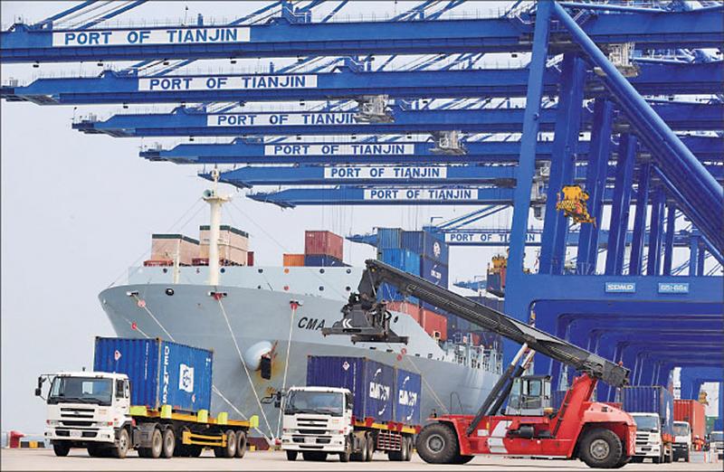 中國二月進出口同比雙降