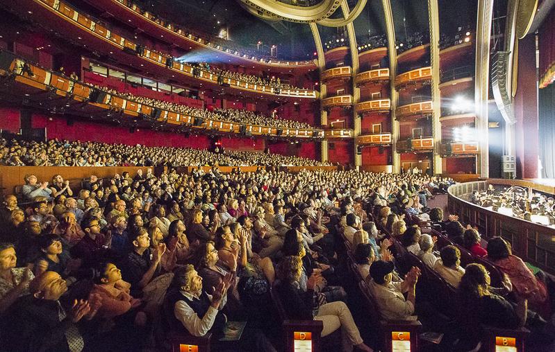 4月17日,神韻國際藝術團2017年全球巡演在荷里活的杜比劇院舉行了兩場演出,圓滿結束了在該地的三天五場的表演、場場爆滿,一票難求,再次轟動世界影視之都。(季媛/大紀元)