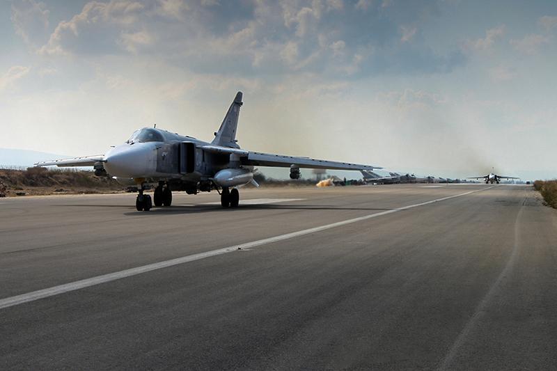 阿薩德政府已經將大多數作戰飛機轉移到俄羅斯基地附近,試圖尋求保護。圖為俄羅斯Su-27戰鬥機在克美明空軍基地。(Mil.ru/維基百科)