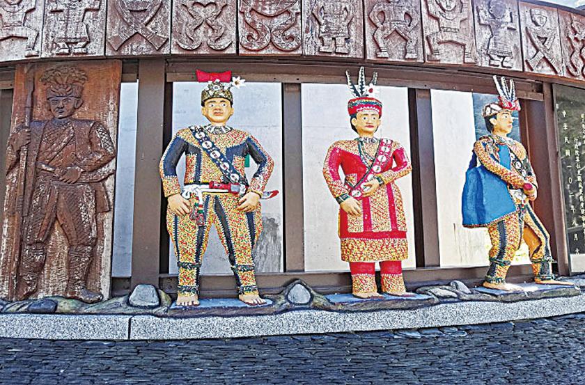 谷川部落莫拉克風災紀念碑的圖騰。
