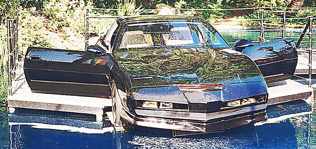 《霹靂遊俠》中主人翁的愛車KITT堪稱如今自駕車的鼻祖。(維基百科)