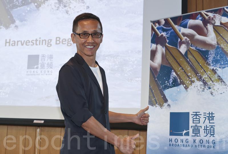 香港寬頻行政總裁楊主光(如圖)解釋,流動通訊服務去年上客量的服務價格較低,但有關影響將會消除。(余鋼/大紀元)