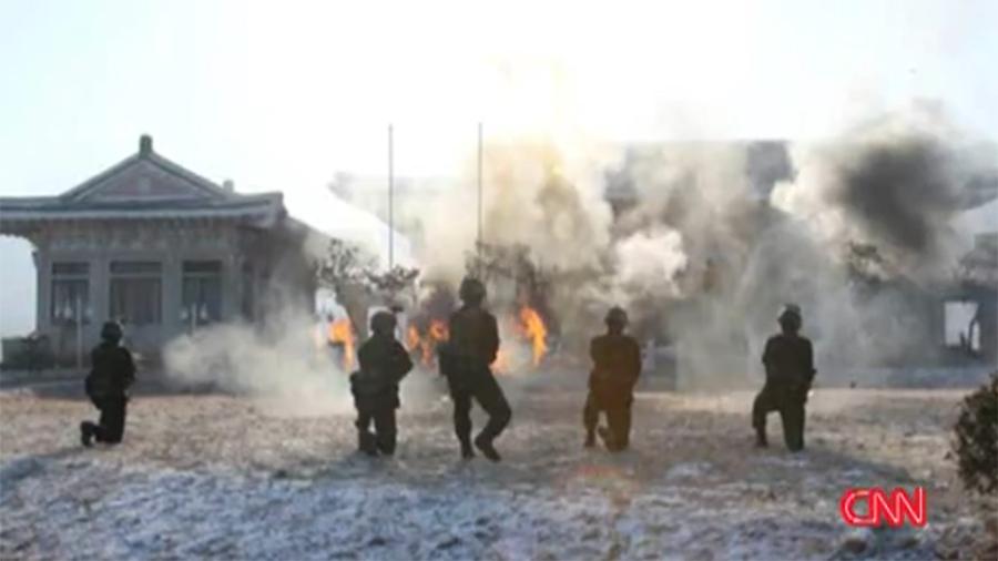北韓軍隊演練對南韓發動襲擊。(CNN視像擷圖)