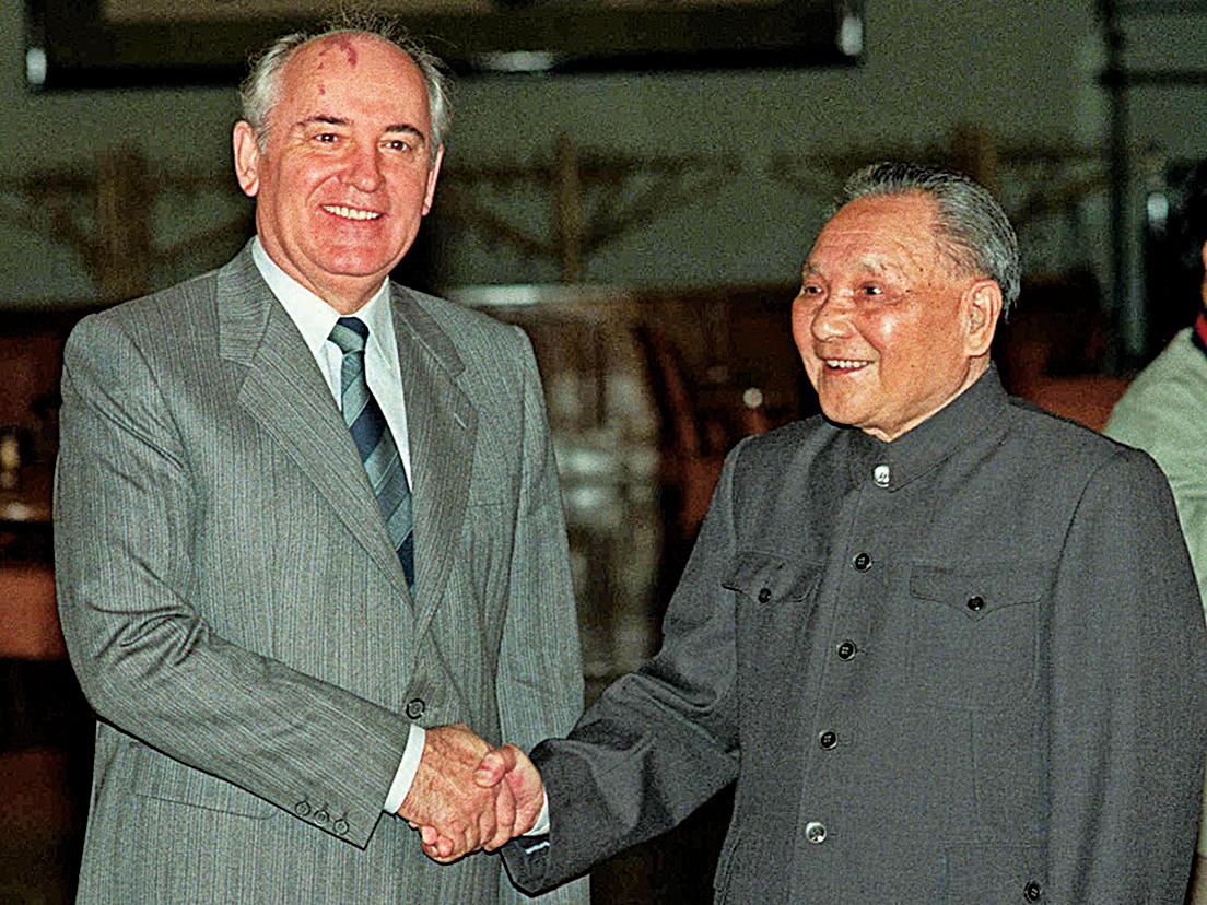 在秘密協定中,承認蒙古獨立,讓蘇聯保持在中國東北的特權。1989年,鄧小平對來訪的蘇聯總書記戈爾巴喬夫說:「從鴉片戰爭起,列強侵略,最後實際從中國得利最多的是沙俄……」鄧小平所言就指包括《中蘇同盟條約》和秘密協定。(網絡圖片)