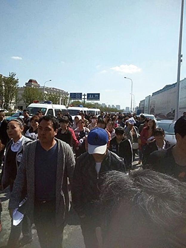 天津近期推出外地學生不得參與中考、高考政策,引發抗議。(網絡圖片)