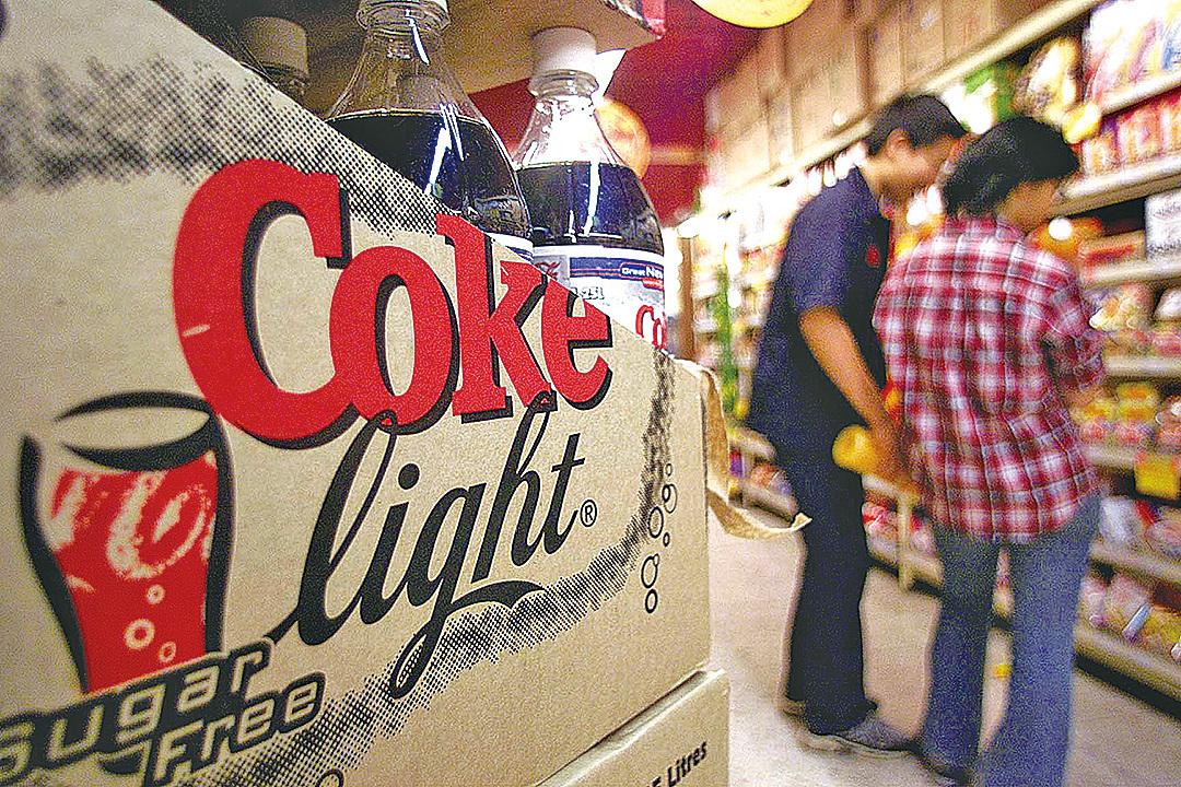 一項最新研究發現,喝健怡汽水(Diet Soda,又稱無糖汽水),罹患中風和癡呆症的風險增加三倍。(維基百科)