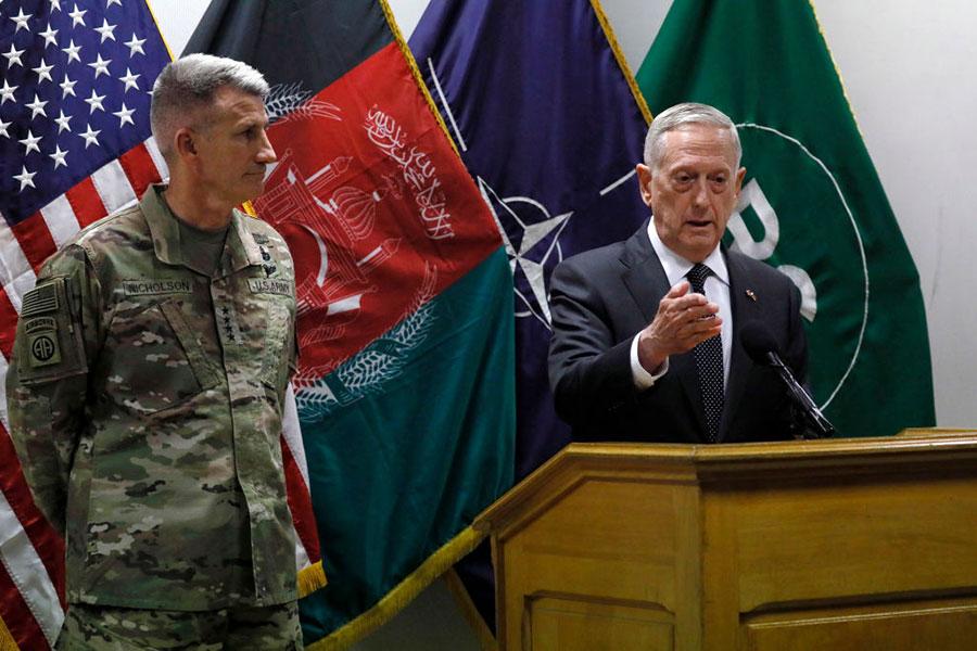 美國防部長馬蒂斯周一突訪阿富汗,與阿富汗領導和美駐阿富汗軍官會面,評估美國在阿富汗長達15年的戰爭。(Jonathan Ernst-Pool/Getty Images)