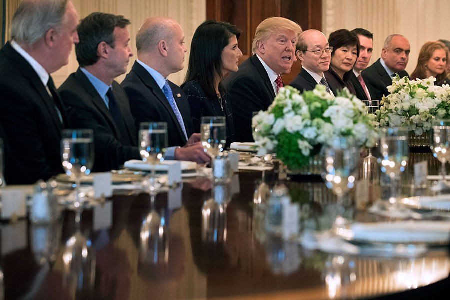 4月24日,特朗普在白宮告訴聯合國安理會的大使們:北韓的現狀是不可接受的。(Chip Somodevilla/Getty Images)