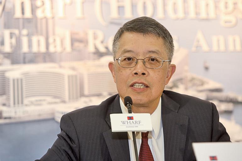 九龍倉主席兼常務董事吳天海表示,對於集團旗下通訊、媒體等業務,會作出策略評估。(余鋼/大紀元)