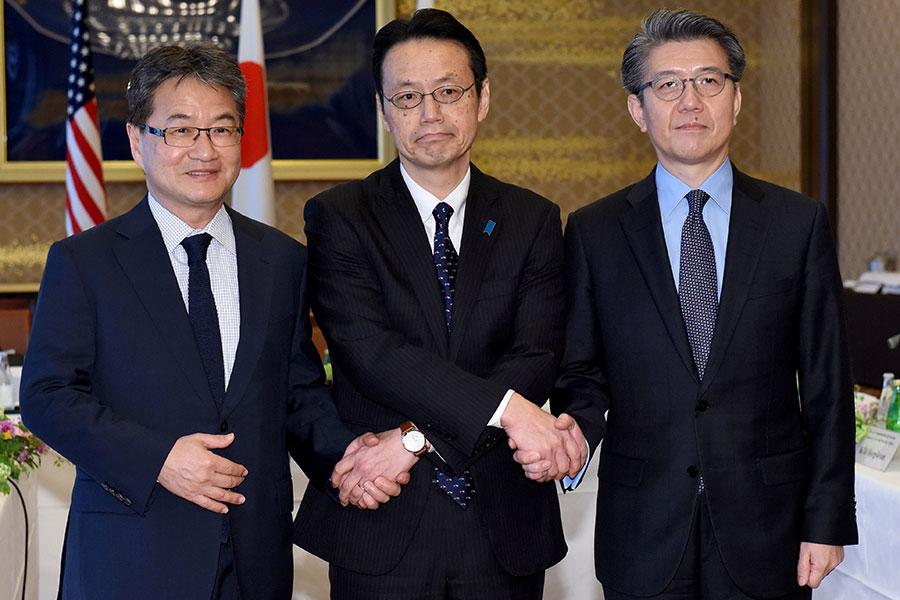 北韓核問題六方會談美日韓三方代表團團長,25日在日本東京舉行會議,討論北韓核問題。(TORU YAMANAKA/AFP/Getty Images)