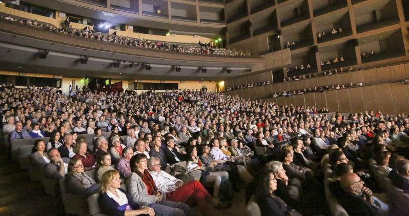 4月26日,神韻世界藝術團首次蒞臨法國南部海濱的「陽光之城」蒙彼利埃,並將在當地上演兩場演出。(章樂/大紀元)