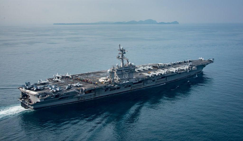 華府智庫戰略暨國際研究中心(CSIS)18日舉行第7屆南海研討會,參院外交委員會亞太小組主席賈德納(Cory Gardner)回答提問時堅定地說,軍艦訪台「會成為法律」。圖為美國卡爾文森號航母(USS Carl Vinson)。(Mass Communication Specialist 2nd Class Sean M. Castellano / U.S. Navy via Getty Images)