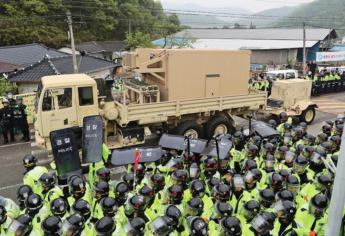 駐韓美軍26日起,開始在南韓展開部署薩德導彈防衛系統工作。(Getty Images)