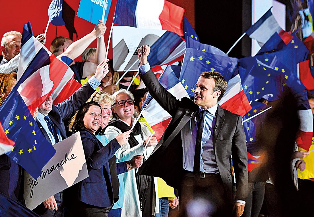 39歲的馬克龍在法國大選首輪投票中成功出線,打破法國傳統的左派右派分野,有望成為史上最年輕的法國總統。(Getty Images)