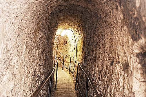英國赫特福郡街道下藏800年前古洞
