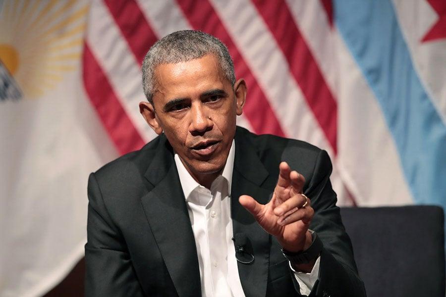 美國前總統奧巴馬今年9月將在華爾街健康大會上發表演講,並收取40萬美元酬勞,引發議論。圖為奧巴馬4月22日參加芝加哥大學以公民參與及社區組織為主題的座談會。(Scott Olson/Getty Images)