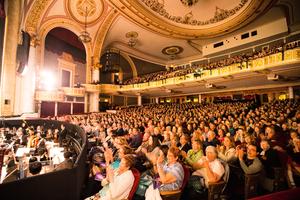 神韻紐約州府爆滿加座 主流觀眾震撼感動