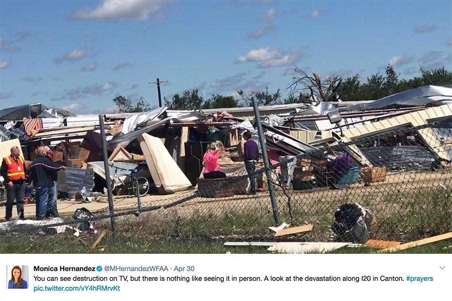 美國中西部和南部周末遭到暴風雨、雷暴、冰雹及龍捲風襲擊,至少14人死亡。(推特擷圖)