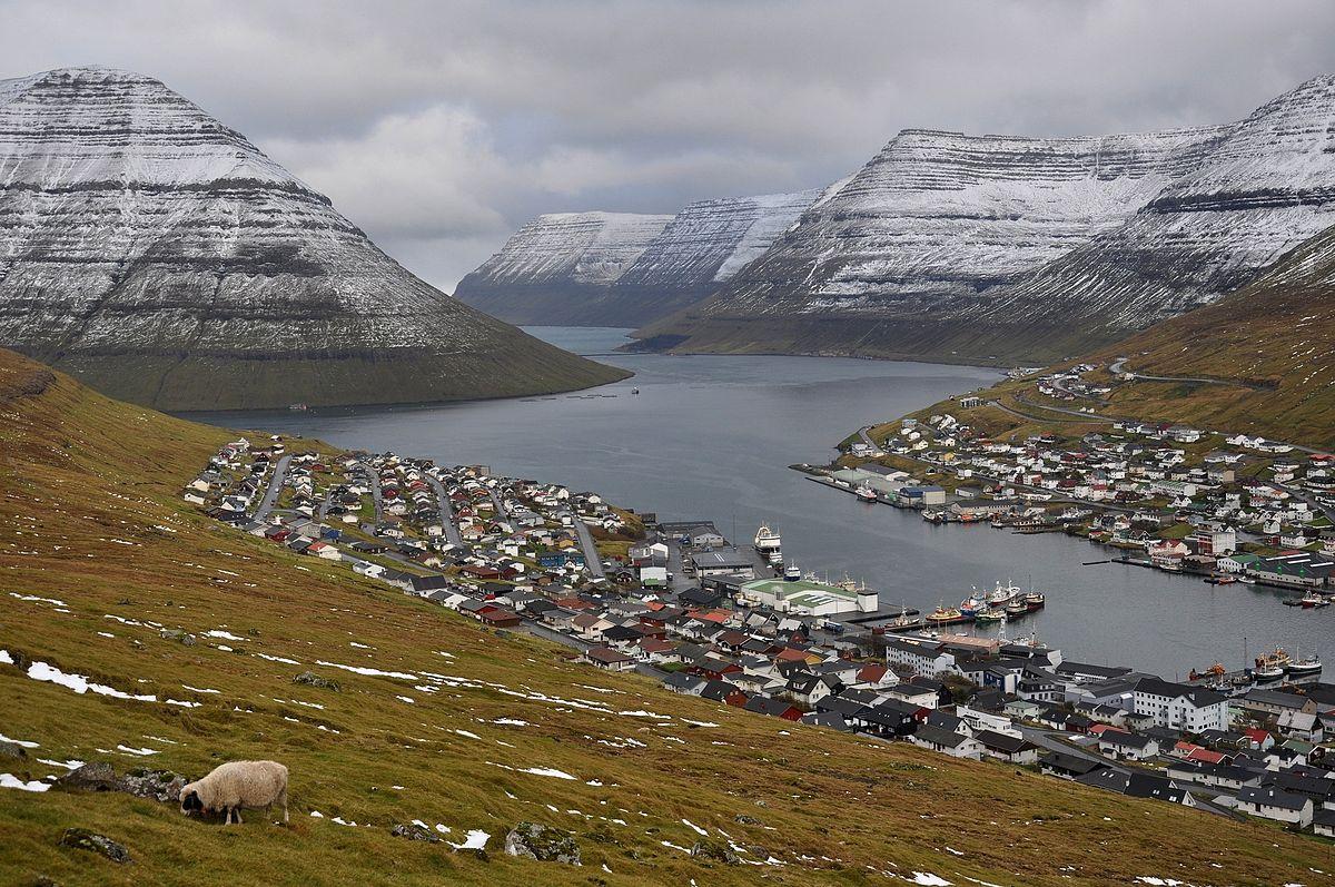 法羅群島的第二大城市Klaksvík。(Vincent van Zeijst,維基百科)