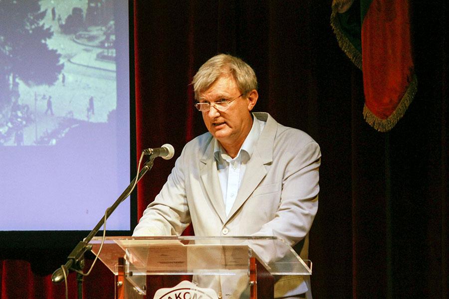 博特夫學院行政主管Boyko Antonov希望這一活動讓人們可以認清共產主義真相,不讓災難重演。(石青雲/大紀元)
