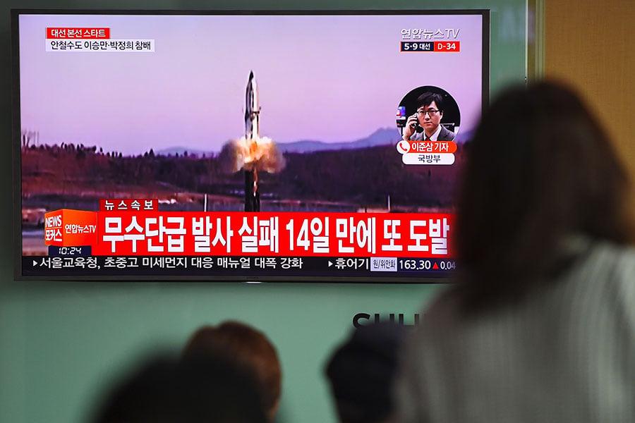 南韓在野代表性政治家張基杓認為,對於北韓的核問題,中方比美國更不願意看到,因為北韓核武器可能給中方造成更大的危害。因此,中方在北韓核問題的解決上更應該有緊迫感。圖為2017年4月5日,北韓進行導彈試射。(JUNG YEON-JE/AFP/Getty Images)