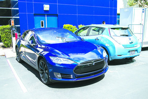Tesla Model S vs Toyota Mirai 零排放汽車大比拼