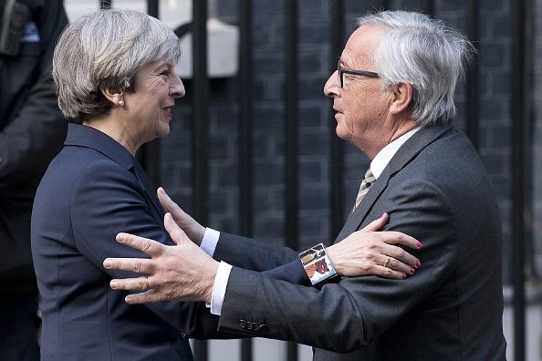 英國首相文翠珊上周在唐寧街宴請歐盟委員會主席容克。德國媒體報道說,由於立場差異太大,晚宴不歡而散。(JUSTIN TALLIS/AFP/Getty Images)