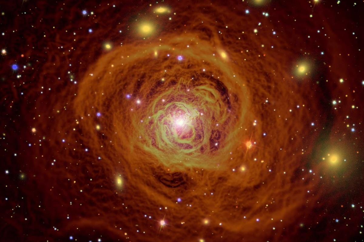 在英仙座星系團中,物質分佈的合成圖,由哈勃望遠鏡、SDSS及錢德拉觀測圖組合而成。(NASA視像擷圖)