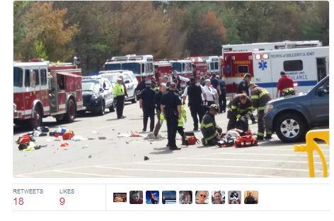 周三(5月3日)上午,一輛吉普車在美國麻省小鎮汽車拍賣會上,衝撞擁擠的人群,導致多人死傷。(推特擷圖)
