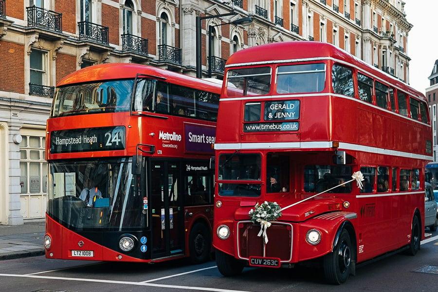 九巴的紅色設計令不少網民感到耳目一新,有網民回應指新車身有倫敦巴士風味。(Pixabay)