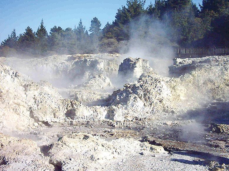紐西蘭地獄之門的溫泉。(網絡圖片)
