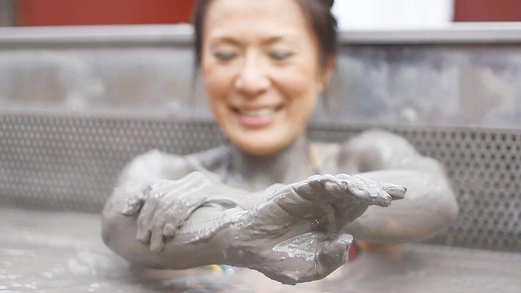 紐西蘭地獄之門的地熱泥漿(Mud bath)很早就以其健身祛病功效而聞名遐邇。(網絡圖片)