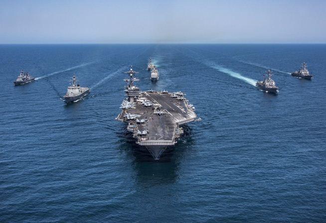 5月3日,美國海軍通過官方推特公佈了當天「卡爾文森」號航空母艦在朝鮮半島東部海域進行演習的片段,展示強大軍力,威懾北韓。(美國海軍推特)