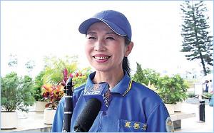 法輪功學員藤島太太遠道從日本來港參與活動,表示修煉法輪功令她身心獲益良多。(大紀元)