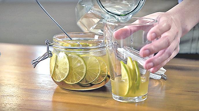 完成後的蜂蜜檸檬,可用約1:3的比例加水調和。