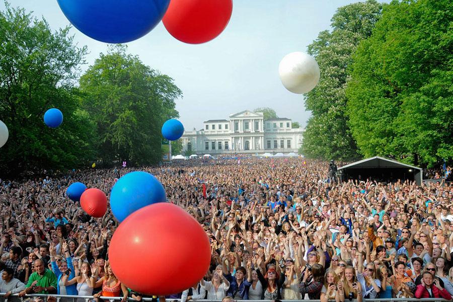 5月5日,荷蘭Haarlem「解放日」音樂節上慶祝的人群。(www.haerlemsbodem.nl)