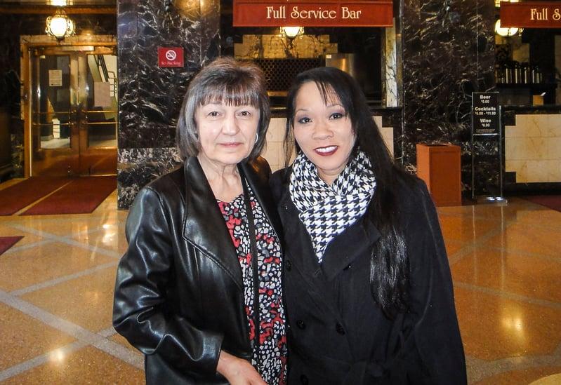 Tanya Sofia和Gisela Wolf-Sophia一起觀看了2017年5月6日下午的演出,演出中講述的創世主內容深深地觸動了她們。(滕冬育/大紀元)