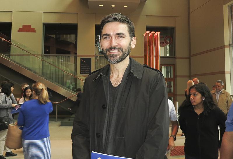 5月7日下午,國際模特人才管理公司老闆Mark Luburic趁來紐約開會期間,在新澤西紐瓦克觀看了神韻演出。(林南宇/大紀元)