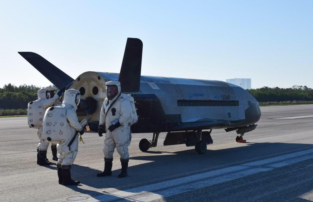 完成持續近2年的機密任務後,美軍實驗太空飛機X-37B周日(7日)返回美國太空總署(NASA)在佛羅里達州的甘迺迪太空中心。(NASA)