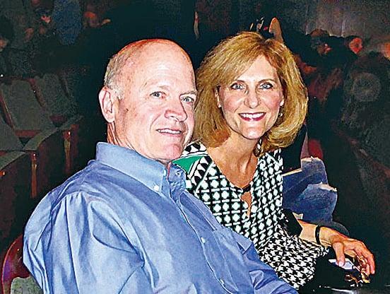 金融企業主管Tom Waller夫婦稱神韻帶他們離開一切牽絆,置身於演出的天地中。(良克霖/大紀元)