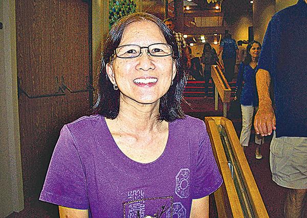 第三代華人Maxine Baba說要告訴朋友,神韻超凡脫俗,是一生必看的演出。(周容/大紀元)