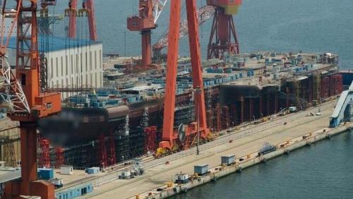 4月26日,中共首艘國產航母下水。外媒稱,該航母存在兩大缺陷,與美國航母差距大。圖為中共國產航母圖。(網絡圖片)