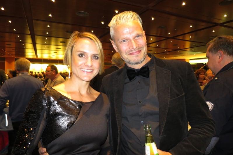 柏林知名的《每日鏡報》廣告銷售主管Katrin Spies女士和當模特的友人Vinnie Schmoldt先生一起觀看了神韻。(文婧/大紀元)